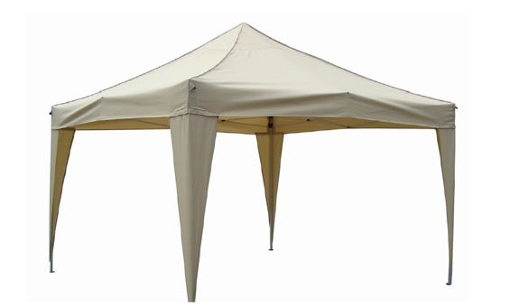 Gazebo de Majestic Garden en color beige.