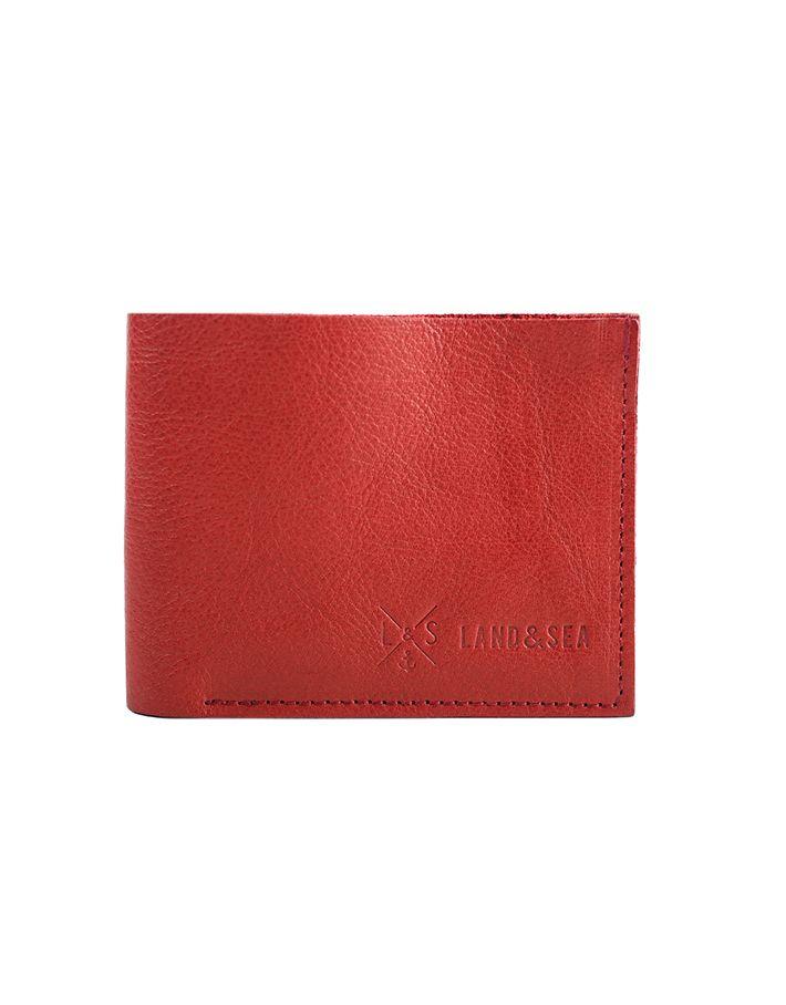 Lo Slim Pocket Wallet Black è un Portafoglio piccolo da uomo in pelle rossa di altissima qualità tagliato a vivo con cuciture a vista. Internamente contiene quattro scomparti per contenere ogni tipologia di carta e tessera, completamente realizzato a mano.