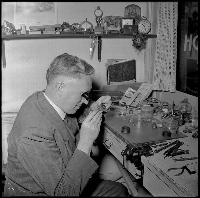 horlogemaker, pinned by Ton van der Veer