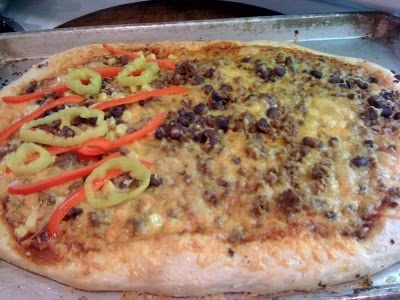 Santa Fe Pizza - ground beef, black bean, peppers and banana rings: Bananas Rings, Black Beans, Ground Beef, Fe Pizza, Night Pizza,  Pizza Pies, Foodies Finding, Mr. Beans, Friday Night