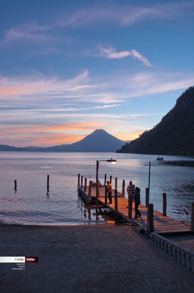 Lago de Atitlán, Panajachel, Sololá, Guatemala, C.A.  by Fredy Velásquez.