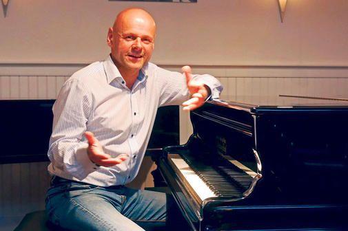 Kabarettist Willnauer spielt und singt Werke von Georg Kreisler im Claviersalon