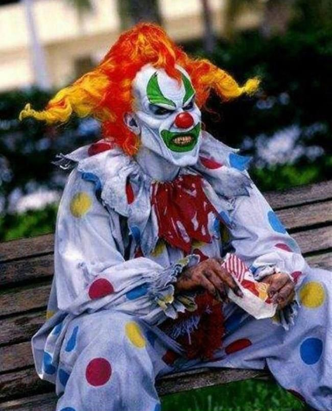 Scary Clown Costume.