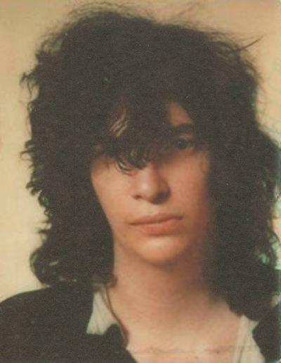 Joey Ramone WITHOTU SFADFGLASSES???///111!!!![[}{f{{{(009???? NO??????!!!}{}]}}}]]]]]][}[ glasses  ?sadfDS????? B)