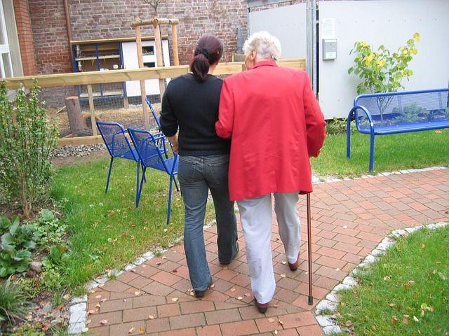3 principais dúvidas respondidas confira! 1 O que faz um cuidador de idosos? 2 Como contratar um cuidador de idosos? 3 Como tornar-se um cuidador de idosos?                                                                                                                                                                                 Mais