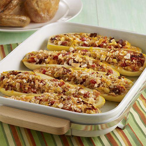 Calabaza Amarilla Rellena con Tocino: Cascaras de calabaza amarilla horneadas con relleno hecho de su misma pulpa, cebolla, tomate y tocino y cubiertas con queso y pan. Es un platillo que le encantará a todos
