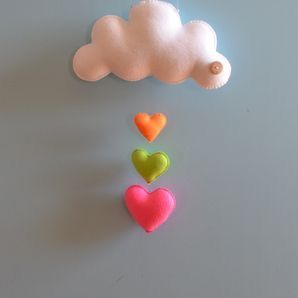 Enchanting cloud and heart mobile to make for a nursery out of felt.