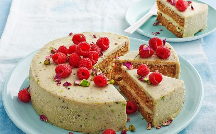 This delightfully sweet and humble vegan hummingbird cashew cake is packed with wholesome, nutritional ingredients and full of decadent flavour! Perfect accompaniment with your morning cuppa! Recipe by Woman's Day.