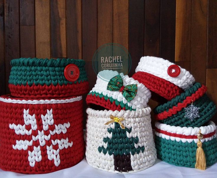 Szeretem a karácsonyi családi összejövetel otthonában én mãe❤ és a fiúk?  Azok számára, akik szeretnék díszíteni a házat, én ezeket a szép kosarak gyors !!  Közvetlen hívás  #RachelCorujinha #feitoamao #handmade # horgolt #crochet #fiodemalha #fioecologico #fioreciclado #trapilho #trapillo #euquefiz #ideias #totora #crochetlove #crochetaddict #alfombra #crochetart #crochetlife #lovecrochet #crochetbag #ganchillo #ganchilloxxl #tejer #trapilloadiction #ganchillocreativo #tshirtyan #Natal…