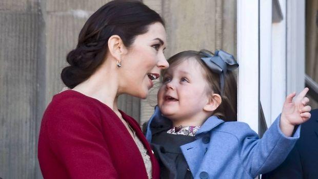 Europas små prinsesser bærer ofte fine hårsløjfer. Vi har samlet 30 skønne billeder af søde, små prinsesser - blandt andre prinsesse Isabella, prinsesse Josephine og svenske prinsesse Estelle.