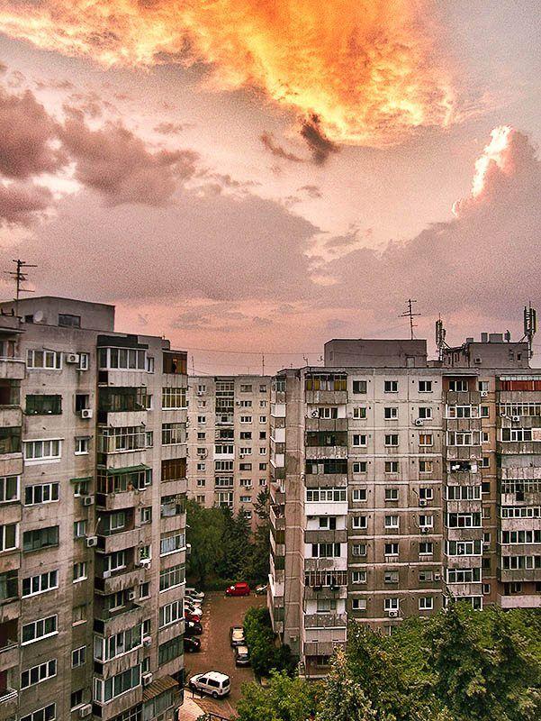 După blocuri / Str Piscului / 09.07.2012 / Bucuresti