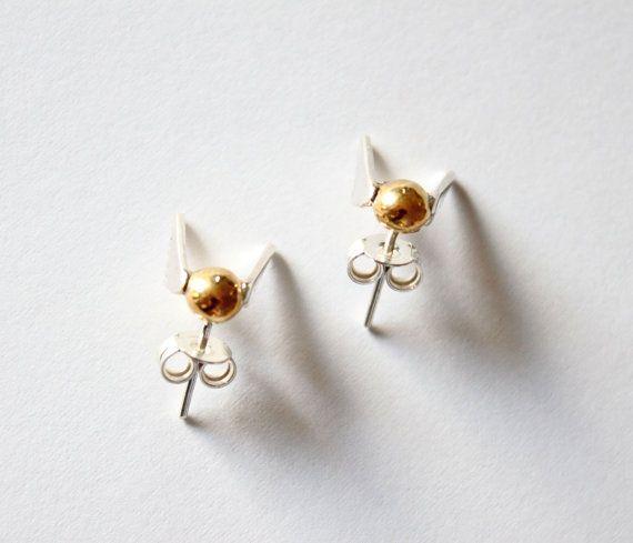 Gouden Snaai oorbellen-Handmade Sterling Zilver door ZuluAndLulu
