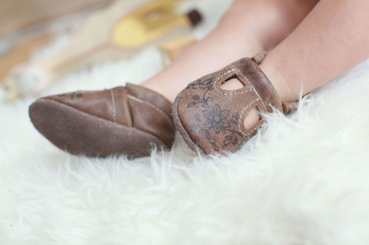 Leather baby moccasins , leather baby shoes, handmade leather baby MOCCS , baby shoes , baby moccasins, soft soled baby shoes, toddler leather moccasins , MOCCS