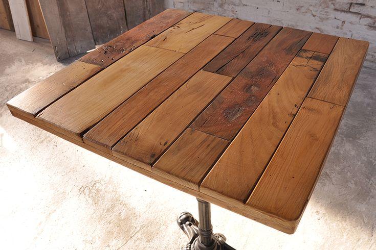 Interior design recupero il piano di questo tavolo è realizzato con assi in legno di vecchie botti del vino, sostenuto da una gamba in ghisa centrale. il legno attentamente scelto e assemblato mantiene l'aspetto materico SESTINI E CORTI