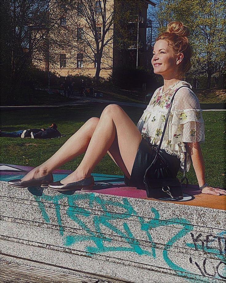 Eva Imhof RTL TV | Sequin skirt, Fashion, Legs