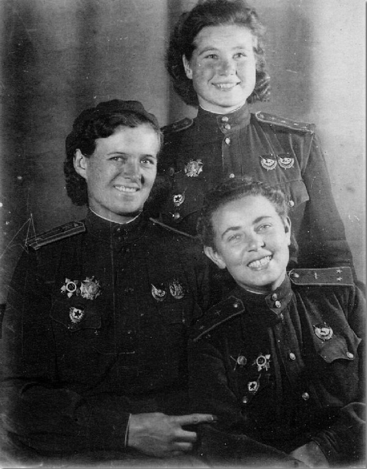Commander Yevdokia Bershanskaya, Pilot Polina Gelman and Flight Commander Maria Smirnova (standing) of the 588th Night Bomber Regiment