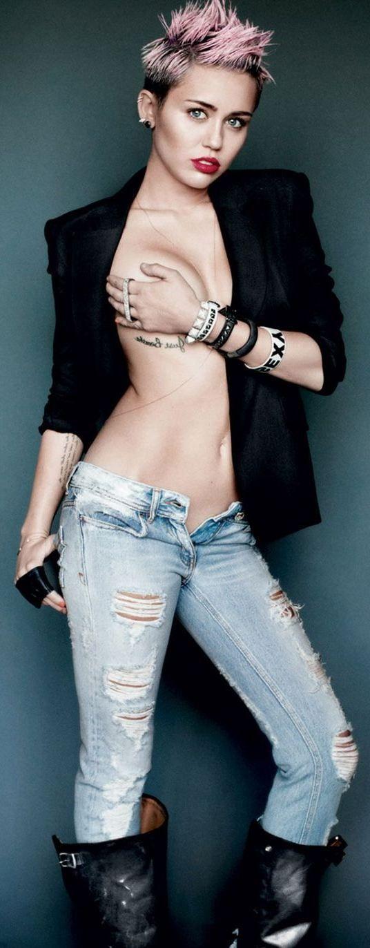 Miley Cyrus boob Bild