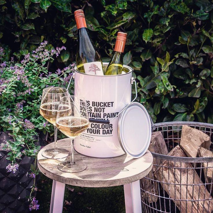 De Chardonnay ligt koud  ... laten die paar zomerse avondjes maar komen  De container van @nicolas_vahe (ook ideaal als wijnkoeler!!) shop je voor slechts 795!!  www.sterrenhoudt.nl  Fijne zonnige week  en voor iedereen die al lekker vakantie heeft: ENJOY
