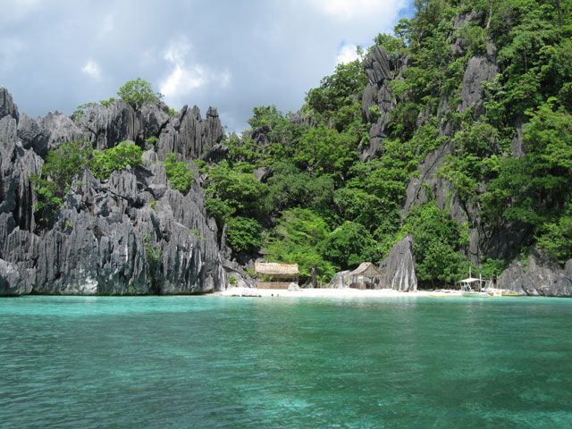 The Ultimate Guide to Backpacking Southeast Asia: http://migrationology.com/2012/03/backpacking-southeast-asia-guide/