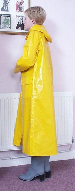 der gelbe regenmantel rainwear pinterest gelber regenmantel regenmantel und gelb. Black Bedroom Furniture Sets. Home Design Ideas