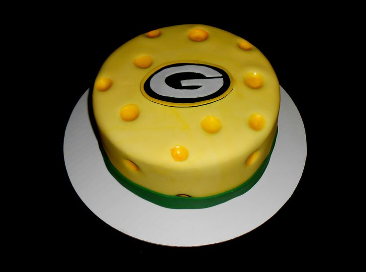 GREEN BAY PACKERS CAKE. I wanna make this for my hubbys birthday
