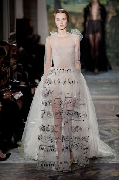 Haute Couture SS 2014 – Valentino See all fashion show on: http://www.bookmoda.com/sfilate/haute-couture-ss-2014-valentino/ #hautecouture #spring #summer #catwalk #womansfashion #woman #fashion #style #look #collection #SS2014 #valentino @Valentino #fashionshow