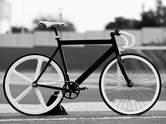 700c White Rear Wheel by Aerospoke