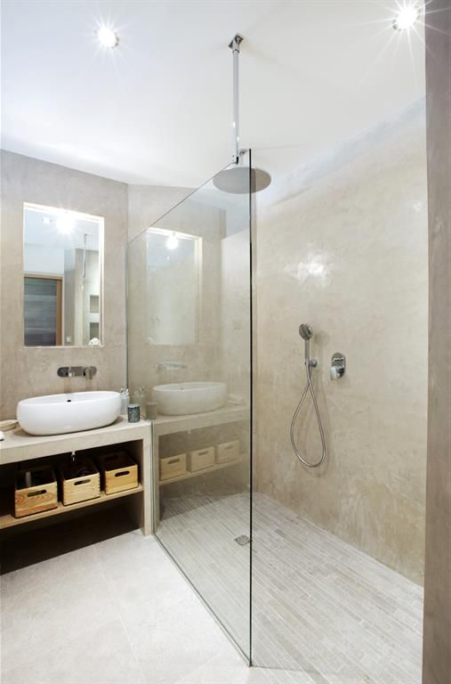 Natural and minimalist bathroom salle de bain au style for Amenagement salle de bain avec douche italienne