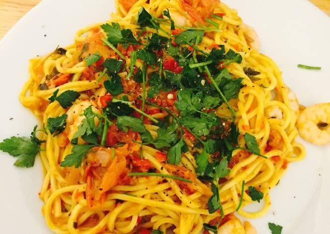 Chilli Prawn Linguine Recipe -  Are you ready to cook? Let's try to make Chilli Prawn Linguine in your home!