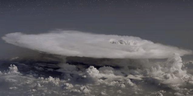 Un grupo de físicos, tragado por una misteriosa «nube de antimateria»…