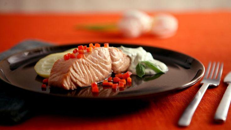 Salmón escalfado frío con una muselina de albahaca ligera (Poached salmon with basil mousseline) - Anna Olson - Receta - Canal Cocina