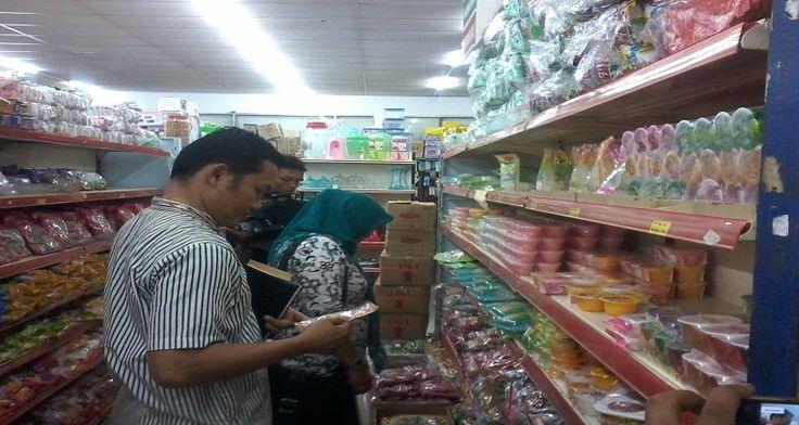 Supermarket Padimas Menjual Makanan Dan Minuman Tidak Layak Dan Kadaluwarsa
