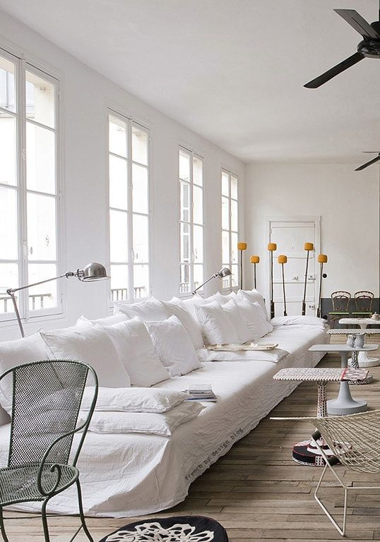 paola navone: Paris Apartment, Design Homes, White Living, Living Rooms, Living Spaces, White Linens, Interiors Design, White Sofa, White Wall
