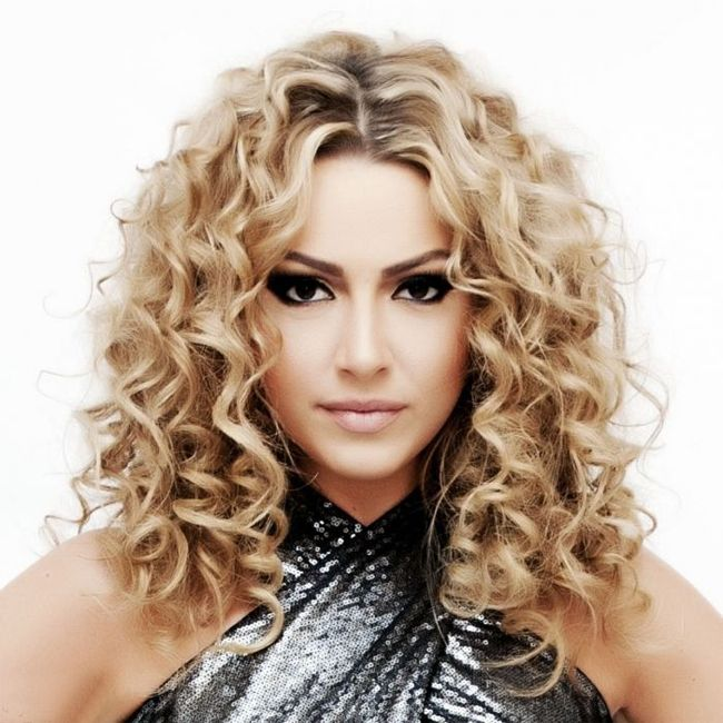 loose curl hair styles 17 best ideas about curls hairstyles on 3771 | 6a8a96668841c1a2db9ef08b26354eb1