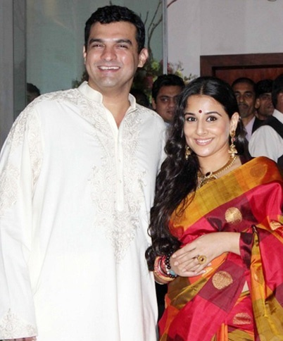 Vidya Balan & Siddharth Roy Kapoor met at a Filmfare award function. At the time when Vidya's role as Silk Smitha in the Dirty picture was critically acclaimed that got her a National award for best actress, she revealed that she and the UTV head honcho Siddharth was indeed dating her. They finally tied the knot in December 2012.    Click On Vidya Balan & Siddharth Roy Private Romantic Affair For More Information