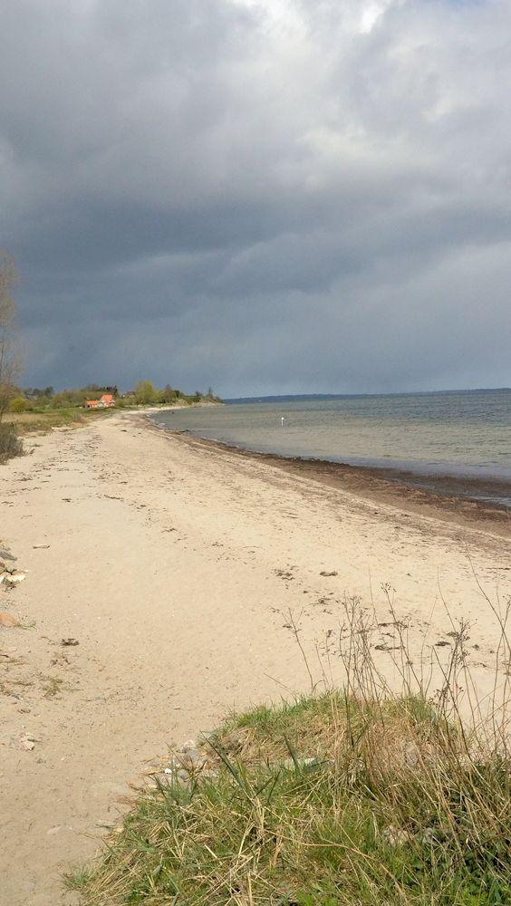Ein Unwetter zieht auf am Habernis Huk an der Flensburger Förde, Ostsee ...
