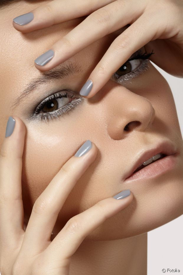 Have you already tried grey-toned nail polish? You should!