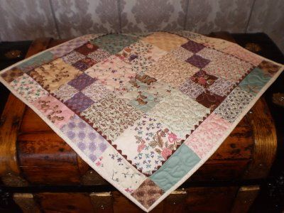 A Quilting Life: Charm Pack Table Topper!