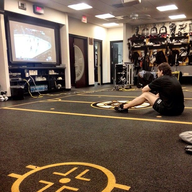 4/11/13 Always a student of the game, Jaromir Jagr takes in some NHL highlights from around the league.