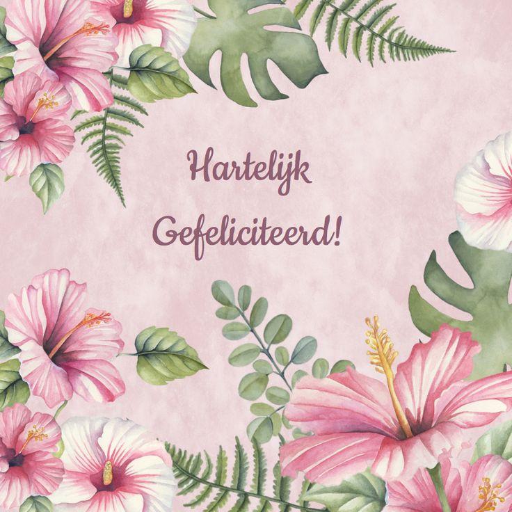 Verjaardag met mooie tropische bloemen in het roze op poederroze achtergrond en mooi blad in aquarel.