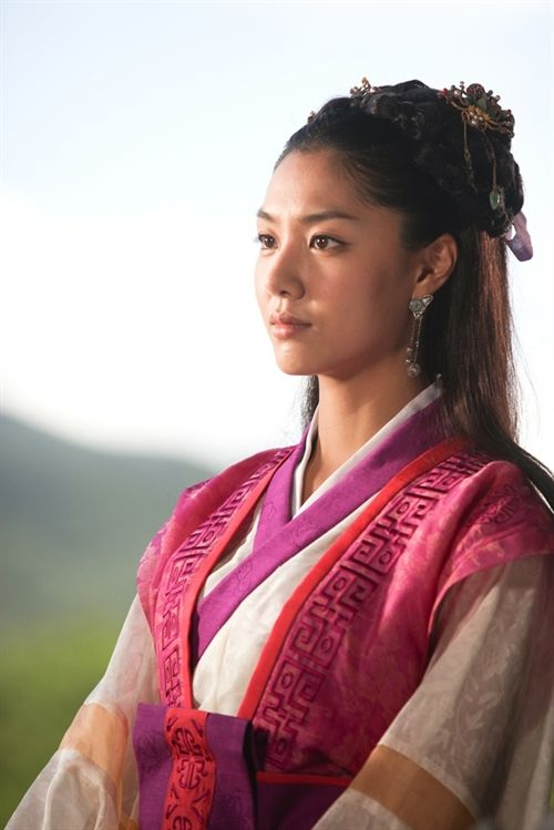 Kim Su-ro, The Iron King (Hangul: 김수로; RR: Kim Su-ro) is a 2010 South Korean television series on the life of Suro of Geumgwan Gaya, starring Ji Sung, Seo Ji-hye. It aired on MBC for 32 episodes. Kim Su-ro unified 12 small countries to become the legendary founder and ruler of Geumgwan Gaya, the city-state of the Gaya confederacy which dominated sea trade and iron working during the Three Kingdoms Period in the 5th century. 서지혜