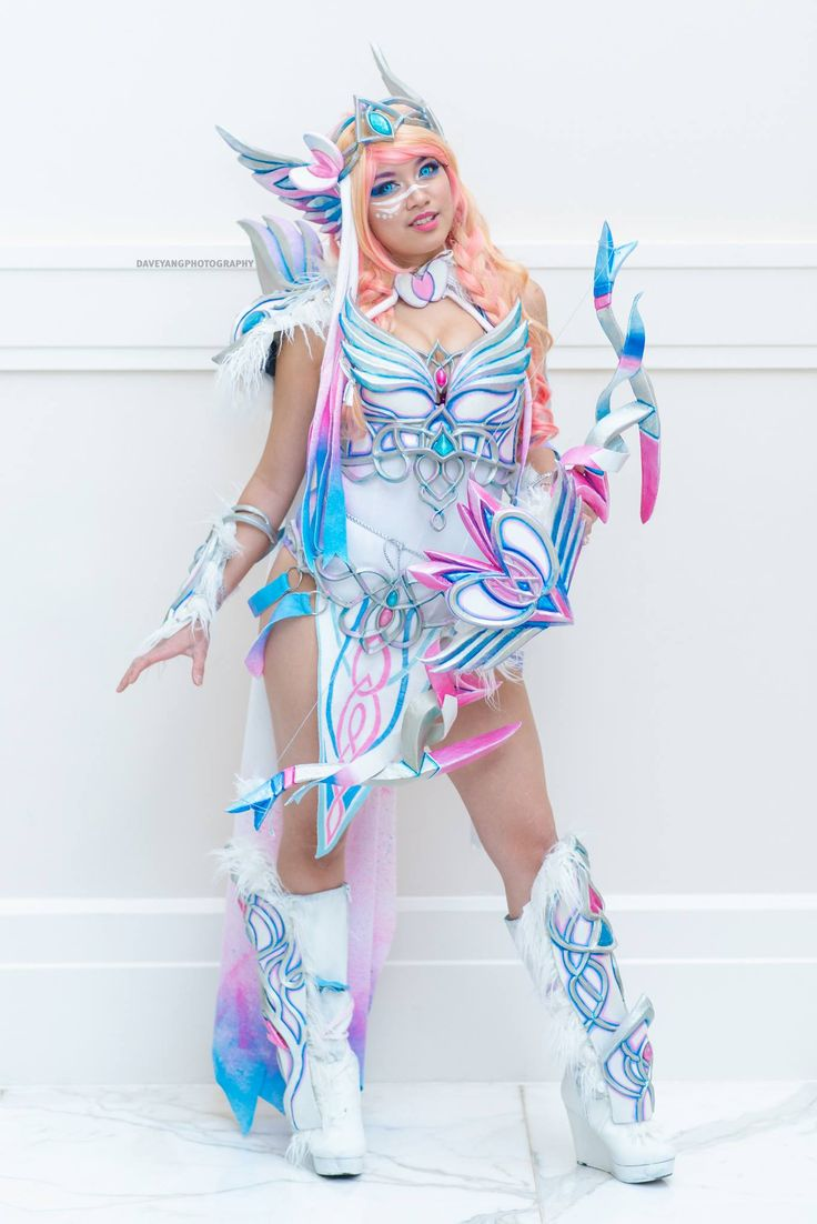 Anime: Pokemon. Character: Sylveon. Version: Gijinka - Fantasy Warrior. Cosplayer: Gladzy Kei. Photo: Dave Jang 2016.
