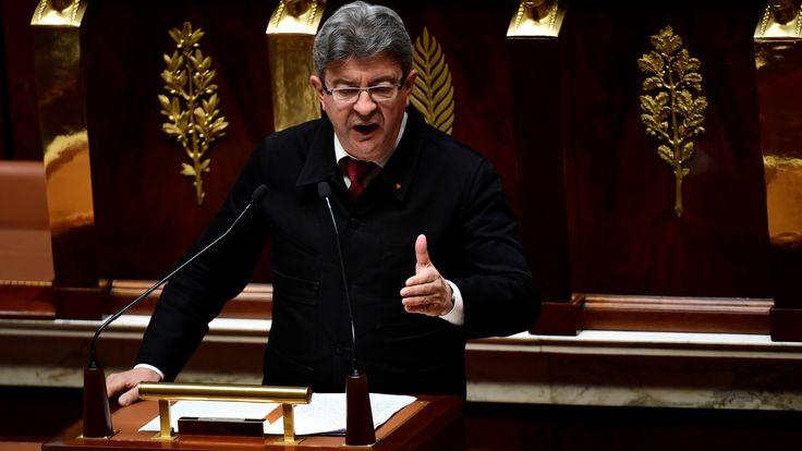 """A la tribune de l'Assemblée, Mélenchon dénonce le """"coup de force permanent"""""""