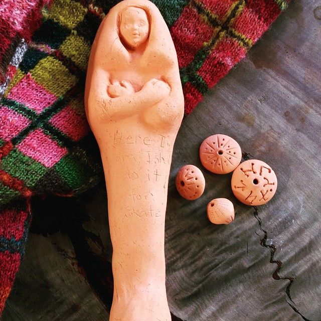 Shabtit - Ushabti made by Hilary for Skate. Knitting hand spun and hand dyed by Hilary. Clay spindle whorls made with Waiheke clay with LOR Runes by me. #handmade #shabti #ushabti #handspun #knitting #knittinginpublic #waiheke #knittingporn #spindleporn #runes #spindles