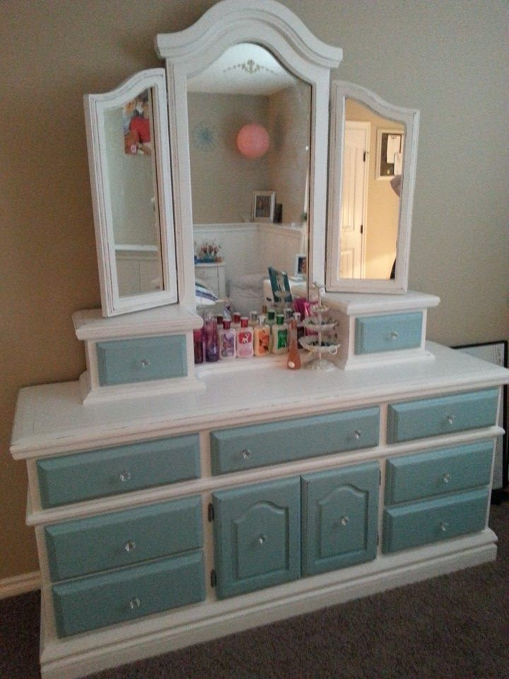 Alyssa S Dresser White With Teal Blue Drawer Fronts Distressed And Sealed Wax Vintage Gl Little Stuff Liebe In 2018 Pinterest