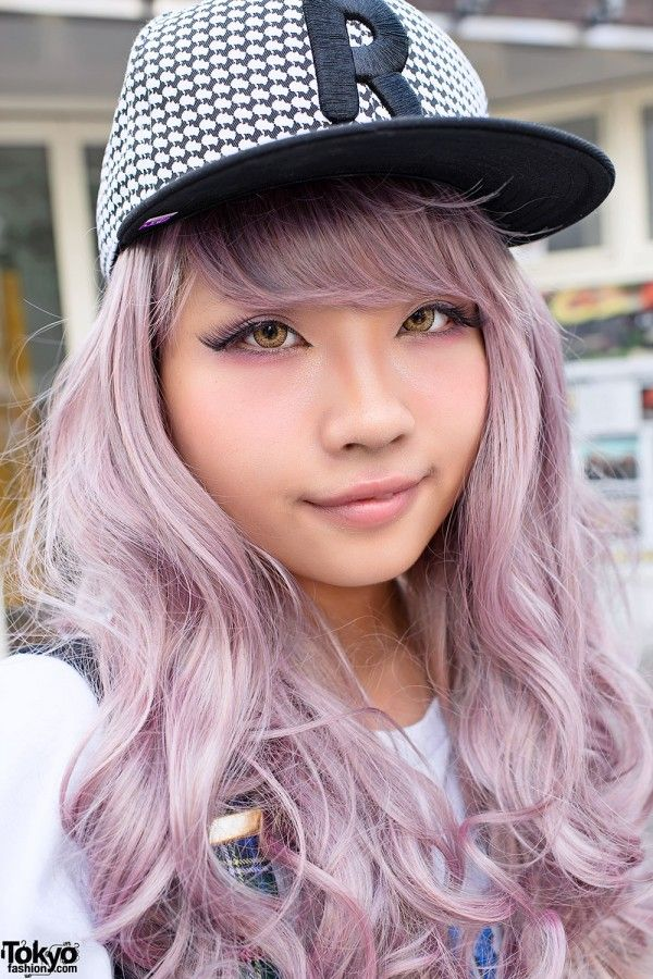 via Tokyo Fashion, singer You, sportin' a sweet and edgy look with her era cap!