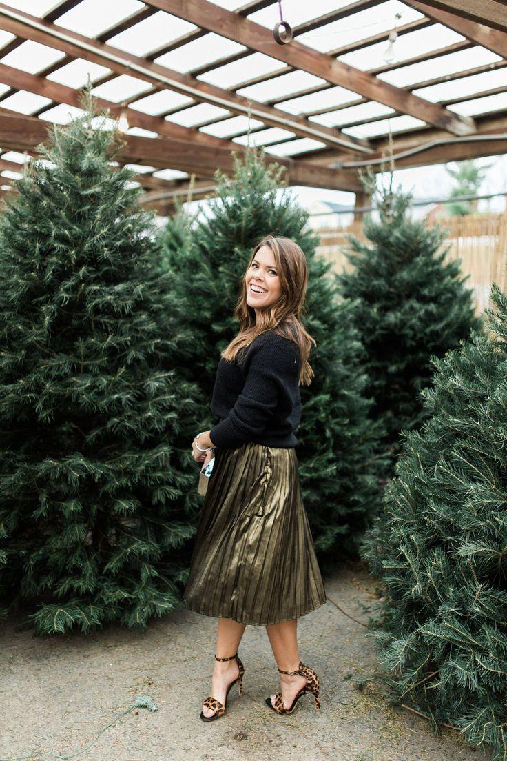 gold pleats please - Glitter & Gingham. Black crop swweater+gold pleated midi skirt+leopard ankle strap heeled sandals+silver glitter clutch+silver tassel earrings+bracelets. Christmas Party Outfit 2016
