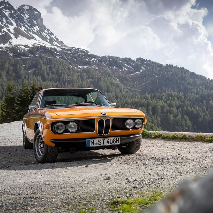 "Ain't no mountain high enough for this '72 #BMW 3.0 #CSL (#E9). ⛰ Featuring the beautiful color ""Colorado"". #bmwclassic #mountains"