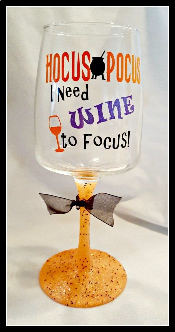 Wine Glasses - An easy and fun project! Check out this Halloween glitter wine glass tutorial…