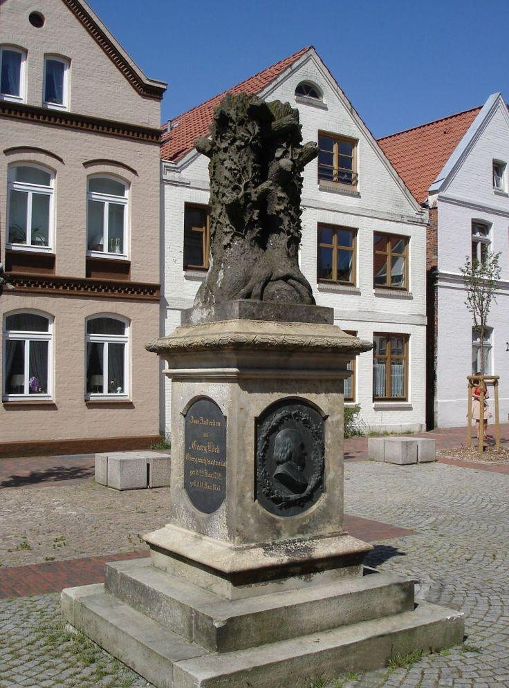 Denkmal von Doppeleiche, Itzehoe,_Germany_-_Georg_Loeck.jpg (1500×2028)